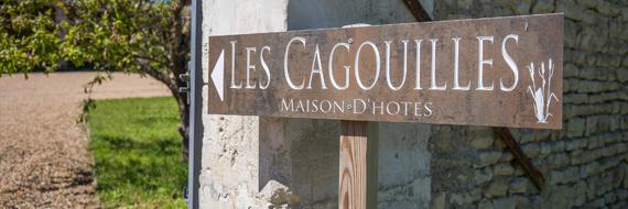 Pancarte d'entrée en bois, indiquant l'entrée de la propriété Les Cagouilles, chambres d'hôtes à Virson (17)