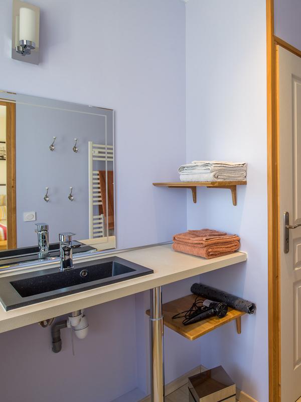 Salle de bain de la chambre d'hôtes La Rochelle à Virson (17) près de Rochefort