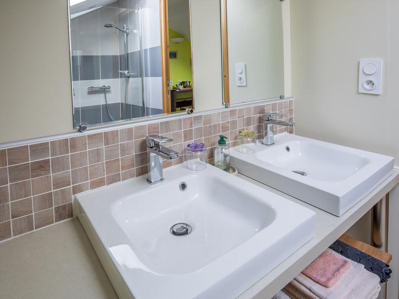 Salle de bain de la chambre d'hôtes de charme Île d'Aix à Virson (17) proche Rochefort